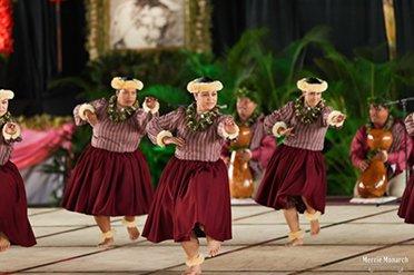 halau hula 'o napunaheleonapua dancers