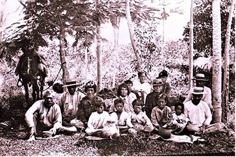 native hawaiians by a road in the puna district